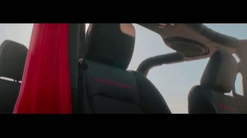 2020 Jeep Gladiator TV Spot, 'Seats' Song by Zayde Wolf [T1] - Thumbnail 9