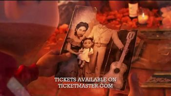 Hollywood Bowl TV Spot, '2019 Coco: Live-to-Film Concert Experience' Song by Benjamin Bratt - Thumbnail 2