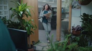 Lowe's TV Spot, 'All Season Long: Greenhouse' Featuring Rodney Harrison, Chris Simms - Thumbnail 5