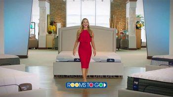 Rooms to Go TV Spot, 'Día del trabajo: cambia tu forma de dormir' con Ximena Córdoba [Spanish] - Thumbnail 1
