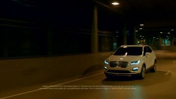 2019 Lincoln MKC TV Spot, 'Waze World Features: Weekend Mix' Song by Justin Jay [T2] - Thumbnail 6
