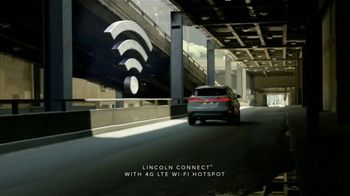 2019 Lincoln MKC TV Spot, 'Waze World Features: Weekend Mix' Song by Justin Jay [T2] - Thumbnail 7