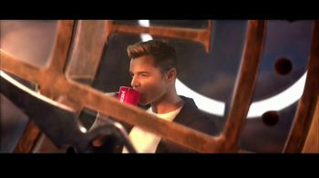 Nescafe Clásico TV Spot, 'Stopping to Keep Going' con Ricky Martin [Spanish] - Thumbnail 2