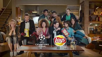 Lay's TV Spot, 'UEFA Champions League: Sneaky' Featuring Lionel Messi and David de Gea - Thumbnail 10