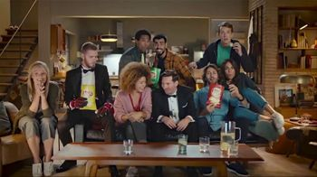 Lay's TV Spot, 'UEFA Champions League: Sneaky' Featuring Lionel Messi and David de Gea - Thumbnail 7