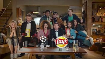 Lay's TV Spot, 'UEFA Champions League: Sneaky' Featuring Lionel Messi and David de Gea - Thumbnail 9