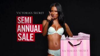 Victoria's Secret Semi-Annual Sale TV Spot, 'Steal the Show' - Thumbnail 3
