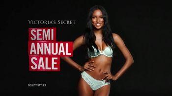 Victoria's Secret Semi-Annual Sale TV Spot, 'Steal the Show' - Thumbnail 7