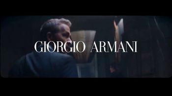 Giorgio Armani Code Absolu TV Spot, 'Cuarto oscuro' con Ryan Reynolds y Elodie Yung [Spanish] - Thumbnail 1
