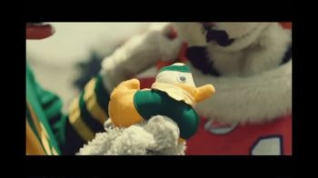 Rocket Mortgage TV Spot, 'Home Is Your Game Day Gathering Place: Cornhole' Song by Bob Dylan - Thumbnail 3
