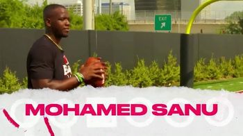 Bleacher Report B/R App TV Spot, 'Ditch the Playbook' Featuring Mohamed Sanu & Travis Kelce - Thumbnail 3