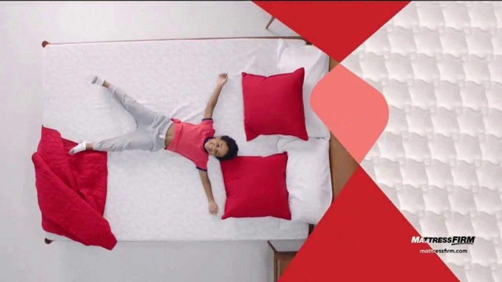 Mattress Firm Venta Semi-Anual TV Commercial, 'Ahora hasta $400 d??lares'
