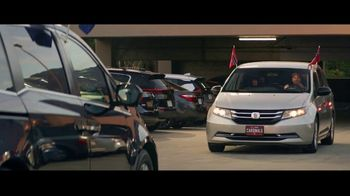 GEICO TV Spot, 'Baseball Rivals Fight for a Parking Space' - Thumbnail 2