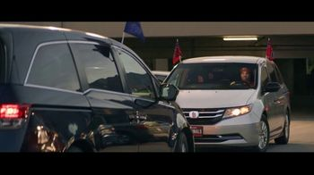 GEICO TV Spot, 'Baseball Rivals Fight for a Parking Space' - Thumbnail 7