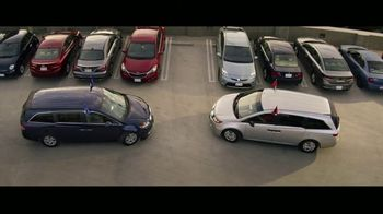 GEICO TV Spot, 'Baseball Rivals Fight for a Parking Space' - Thumbnail 8