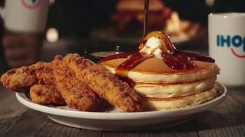 IHOP Chicken & Pancakes TV Spot, 'Sneak Attack' - Thumbnail 6