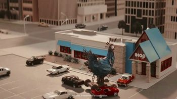 IHOP Chicken & Pancakes TV Spot, 'Sneak Attack' - Thumbnail 8