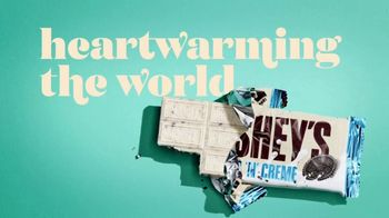 Hershey's Cookies 'n' Creme TV Spot, 'So Creamy' - Thumbnail 10