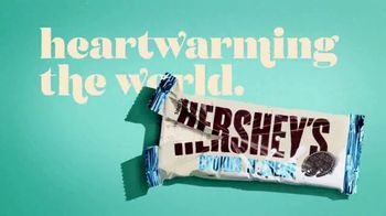 Hershey's Cookies 'n' Creme TV Spot, 'So Creamy' - Thumbnail 9