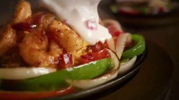 Applebee's Loaded Fajitas TV Spot, 'Hit Me With Your Best Shot' Song by Pat Benatar - Thumbnail 7