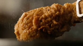 Cracker Barrel Southern Fried Chicken TV Spot, 'Homestyle Favorites' - Thumbnail 4