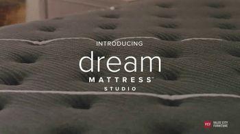 Value City Furniture TV Spot, 'Dream Mattress Studio: Beautyrest Black Sets' - Thumbnail 2