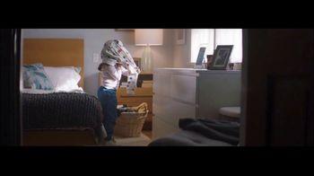 Ultra Downy Free & Gentle TV Spot, 'Ponerse la ropa' canción de Angelo De Augustine [Spanish]