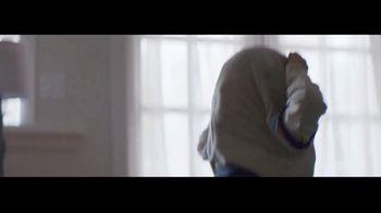 Ultra Downy Free & Gentle TV Spot, 'Ponerse la ropa' canción de Angelo De Augustine [Spanish] - Thumbnail 5