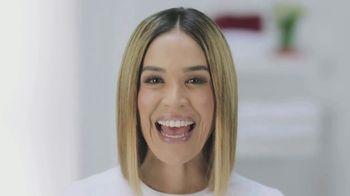 Colgate TV Spot, 'Univision: cepilla, enjuaga y usa hilo dental' con Karla Martínez [Spanish] - Thumbnail 5