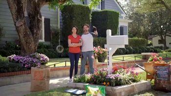 The Home Depot TV Spot, 'Todo el vecindario se ve bien: cinco por $10 dólares' [Spanish] - Thumbnail 6