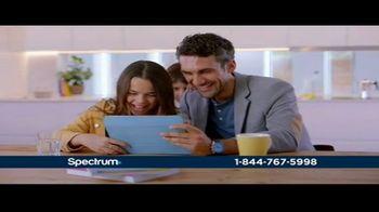 Spectrum Mi Plan Latino TV Spot, 'Tus programas favoritos van contigo' con Gaby Espino [Spanish] - Thumbnail 6