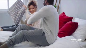 Mattress Firm Preventa de Labor Day TV Spot, 'King a precio Queen' [Spanish] - Thumbnail 8