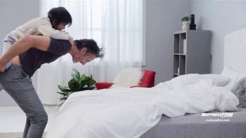 Mattress Firm Preventa de Labor Day TV Spot, 'King a precio Queen' [Spanish] - Thumbnail 7