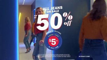 Old Navy Denim Try-On-A-Thon TV Spot, 'Reunion' Featuring Busy Philipps - Thumbnail 10