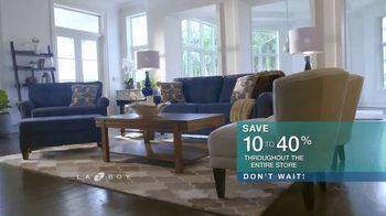 La-Z-Boy 36 Hour Sale TV Spot, 'Solutions: Cozy to Spacious' - Thumbnail 7