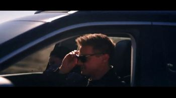 Summer of Jeep TV Spot, 'Compass: Diner' Featuring Jeremy Renner [T2] - Thumbnail 5