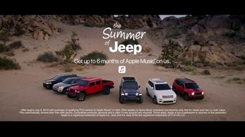 Summer of Jeep TV Spot, 'Compass: Diner' Featuring Jeremy Renner [T2] - Thumbnail 7