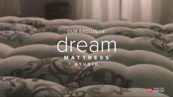 Value City Furniture Labor Day Sale TV Spot, 'Dream Mattress Studio' - Thumbnail 9