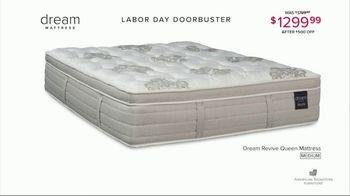 American Signature Furniture Labor Day Doorbusters TV Spot, 'Queen Mattress' - Thumbnail 6