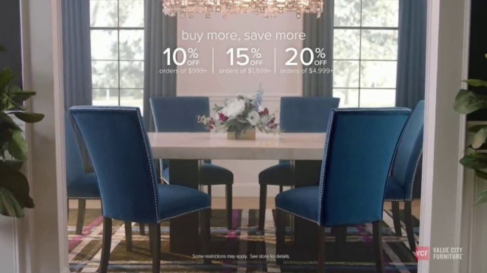 Value City Furniture Labor Day Sale TV Commercial, 'Doorbusters: Free Ottoman'