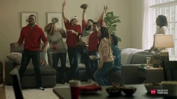 Value City Furniture Labor Day Sale TV Spot, 'Doorbusters: Free Ottoman' - Thumbnail 2