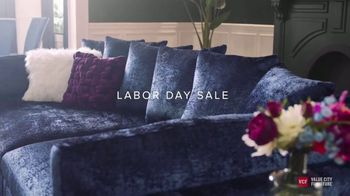 Value City Furniture Labor Day Sale TV Spot, 'Doorbusters: Free Ottoman' - Thumbnail 4