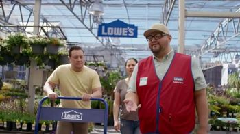 Lowe's Labor Day Savings TV Spot, 'Summer Projects: Lawn Food' - Thumbnail 1