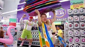 Five Below TV Spot, 'La diversión de verano' [Spanish] - Thumbnail 3