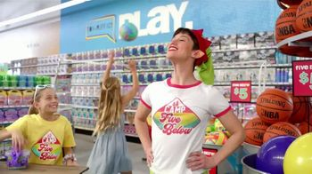 Five Below TV Spot, 'La diversión de verano' [Spanish] - Thumbnail 5