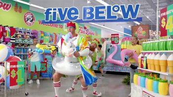 Five Below TV Spot, 'La diversión de verano' [Spanish] - Thumbnail 6