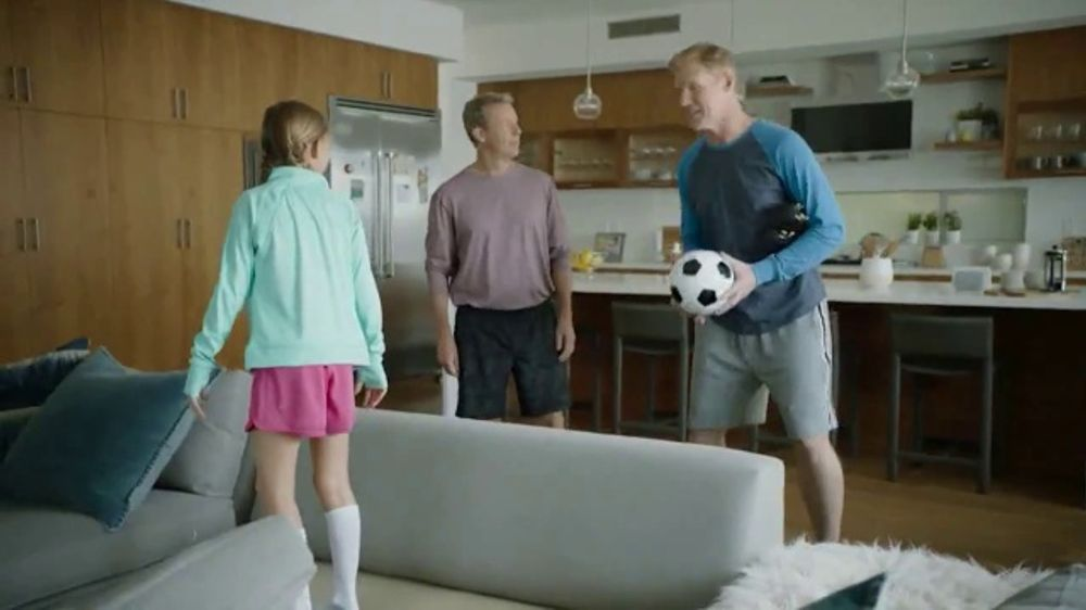 Google Nest Hub TV Commercial, 'Hey Dad: Someone at the Door' Featuring Alexi Lalas, Rob Stone