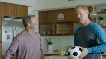 Google Nest Hub TV Spot, 'Hey Dad: Someone at the Door' Featuring Alexi Lalas, Rob Stone - Thumbnail 6