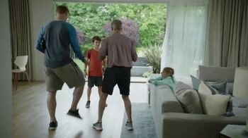 Google Nest Hub TV Spot, 'Hey Dad: Someone at the Door' Featuring Alexi Lalas, Rob Stone - Thumbnail 7