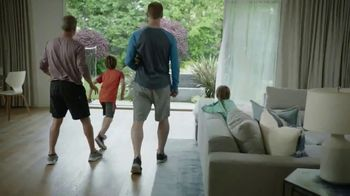 Google Nest Hub TV Spot, 'Hey Dad: Someone at the Door' Featuring Alexi Lalas, Rob Stone - Thumbnail 8